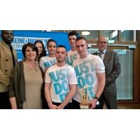 L'équipe UTEC gagnante, entourée des élus de la CCI