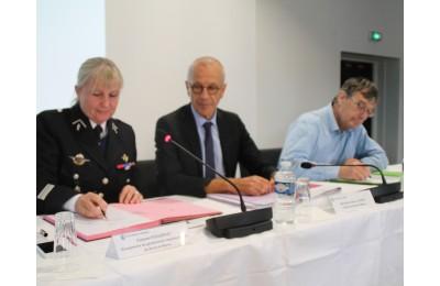 Signature de la convention de partenariat Préfecture-CCI-Gendarmerie 77